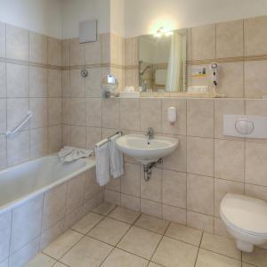 Hotel Pictures: Sport- & Vital-Resort Neuer Hennings Hof, Perleberg