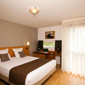 Hotel Pictures: Séjours & Affaires La Rochelle Les Minimes, La Rochelle