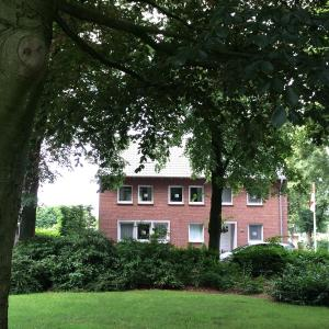 Hotel Pictures: Bed & Breakfast Haus unter den Linden, Emmerich