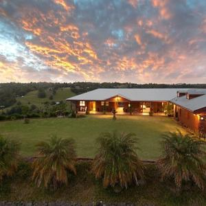 Foto Hotel: SWALLOWS REST LUXURY B&B, Maleny