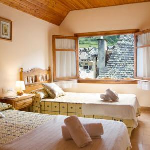 Hotel Pictures: Hostal Aiguamog, Salardú