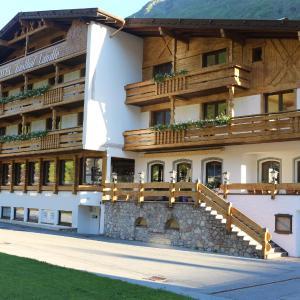 Hotel Pictures: Hotel Landle, Galtür