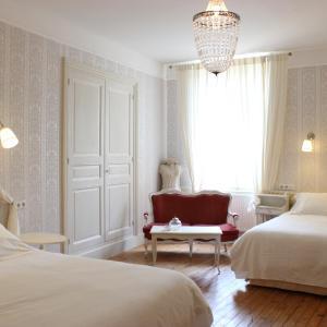 Hotel Pictures: Hôtel De La Providence, Égliseneuve-d'Entraigues