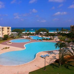 Foto Hotel: Supreme View Two-bedroom condo - A344, Palm-Eagle Beach
