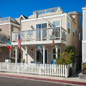 Hotel Pictures: 33rd St (68149) Apartment, Newport Beach