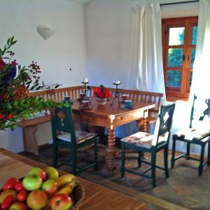 Foto Hotel: Cottage am Waldrand gelegen, Feldkirchen in Kärnten
