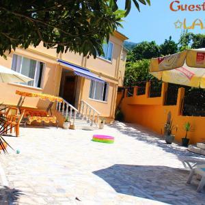 Hotellikuvia: Guest House Lazika, Sarpi