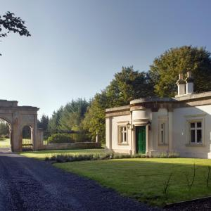 Hotel Pictures: Triumphal Arch Lodge, Creagh