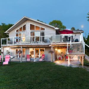 Hotel Pictures: N' This on the Bay, Wiarton
