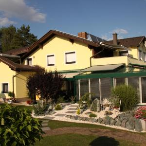 Zdjęcia hotelu: Ferienwohnungen Martha, Obersammelsdorf