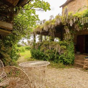 Hotel Pictures: Entre Limoges Et Perigeux, Saint-Médard-d'Excideuil