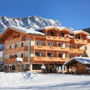 Hotel Pictures: Hotel Bachschmied, Maria Alm am Steinernen Meer