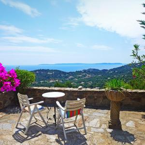 Hotel Pictures: Holiday Home Village Les Fourches, Cabasson