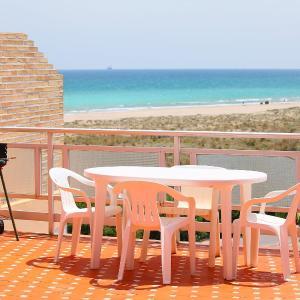 Hotel Pictures: Apartment Playa Almardá Mar Azul, Almarda