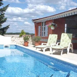 Hotel Pictures: Holiday Home LA VIOLETTE, Brossac