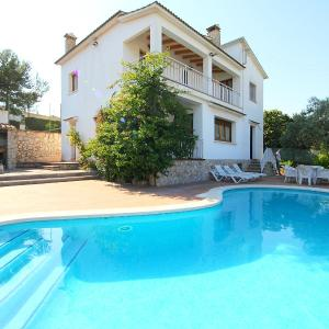 Hotel Pictures: Holiday Home Villa Rosa, Canyelles