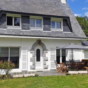 Hotel Pictures: Holiday Home Villa du Paradis, Trébérouant