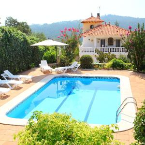 Hotel Pictures: Holiday Home La Torre, Vidreres