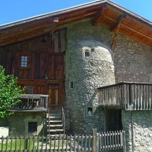 Hotel Pictures: Holiday Home des Comtes, Grandvillard