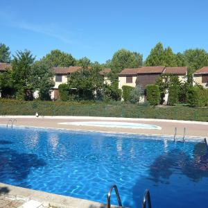 Hotel Pictures: Holiday Home Le Golf.5, Lacanau-Océan
