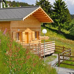 Hotel Pictures: Holiday Home Komfort Aclas Maiensäss Resort.3, Urmein