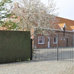 Foto Hotel: Holiday Home Hulstehof, Zarren