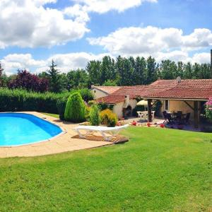 Hotel Pictures: Holiday Home La Grangette, Barbezieux