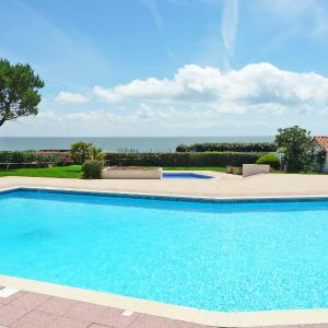 Hotel Pictures: Holiday Home Plein Océan.5, Pornic
