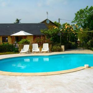 Hotel Pictures: Holiday Home Les Trois Canards, Saint-Georges-de-Noisné
