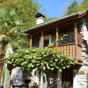 Hotel Pictures: Holiday Home Casa Anna, Agarone