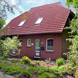 Hotel Pictures: Holiday Home Uns moi Hus, Greetsiel