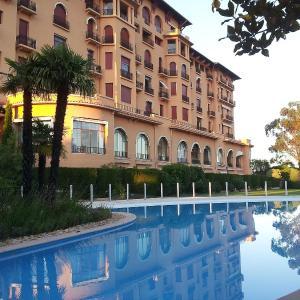 Hotel Pictures: Apartment Golf Valescure.1, Saint-Raphaël