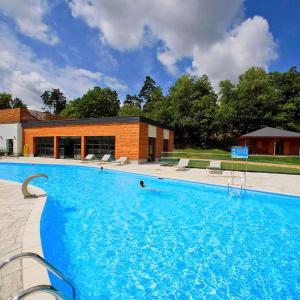Hotel Pictures: Holiday Home Chalet VIP, Meyrignac-l'Église