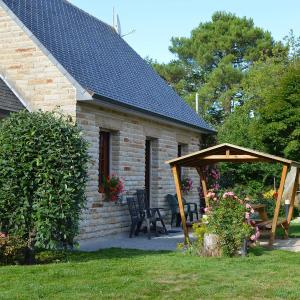 Hotel Pictures: Holiday Home Maison Mestrezec, Fouesnant