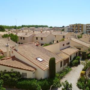 Foto Hotel: Holiday Home Les Maisons de la Plage.7, Le Grau-du-Roi