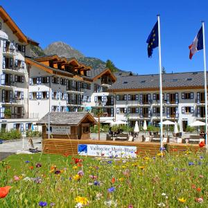 Hotel Pictures: Apartment Vallorcine Mont-Blanc & Spa.2, Le Couteray