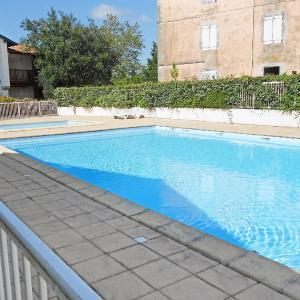 Hotel Pictures: Apartment Les Hauts d'Orleguy, Bassussarry