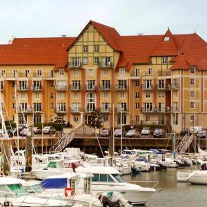 Hotel Pictures: Apartment Port Guillaume.12, Dives-sur-Mer