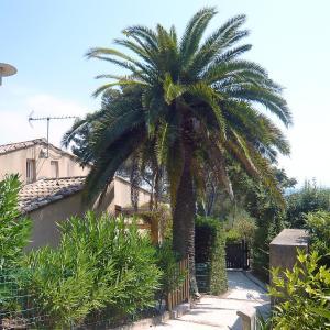 Hotel Pictures: Holiday Home Le Clos de la Ricarde.3, La Croix-Valmer