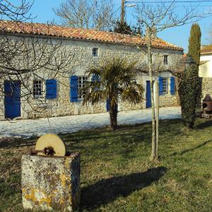 Hotel Pictures: Holiday Home Petichaud, Saint-Sulpice-d'Arnoult