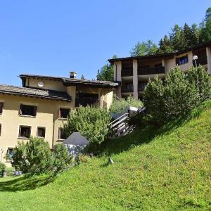 Hotel Pictures: Apartment 45-4, Surlej