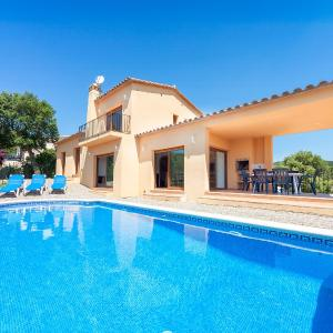 Hotel Pictures: Holiday Home Río de Oro, Calonge