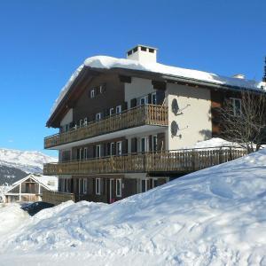 Hotel Pictures: Apartment Surselva, Surcuolm