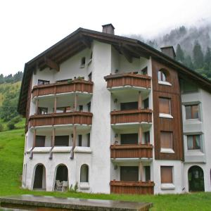 Hotel Pictures: Apartment Cadras, Tinzen
