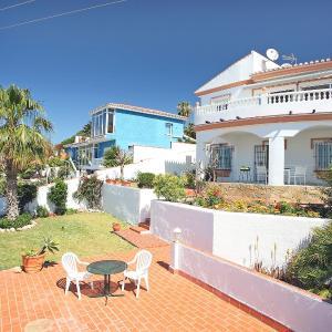 Hotel Pictures: Holiday Home Girasoles 4b, Benajarafe