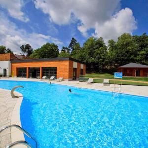 Hotel Pictures: Holiday Home Chalet Forêt.3, Meyrignac-l'Église