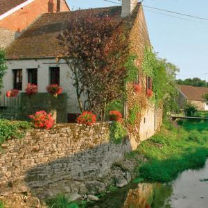 Hotel Pictures: Holiday Home L'Ozerain, Pouillenay