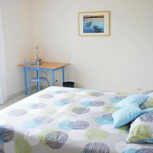 Hotel Pictures: Holiday Home Ty Ar Kador, Montourgar