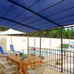 Hotel Pictures: Holiday Home Auzon, Flassan