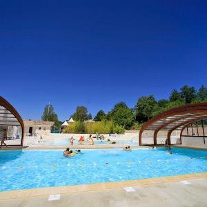 Hotel Pictures: Holiday Home Hameaux des Lacs.1, Monclar-de-Quercy